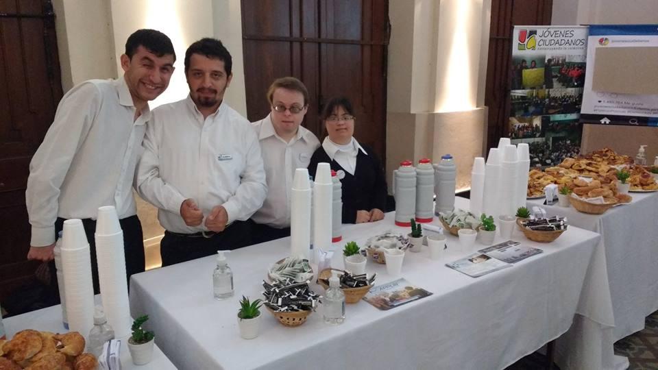 Los jóvenes de Applir, a cargo del catering.