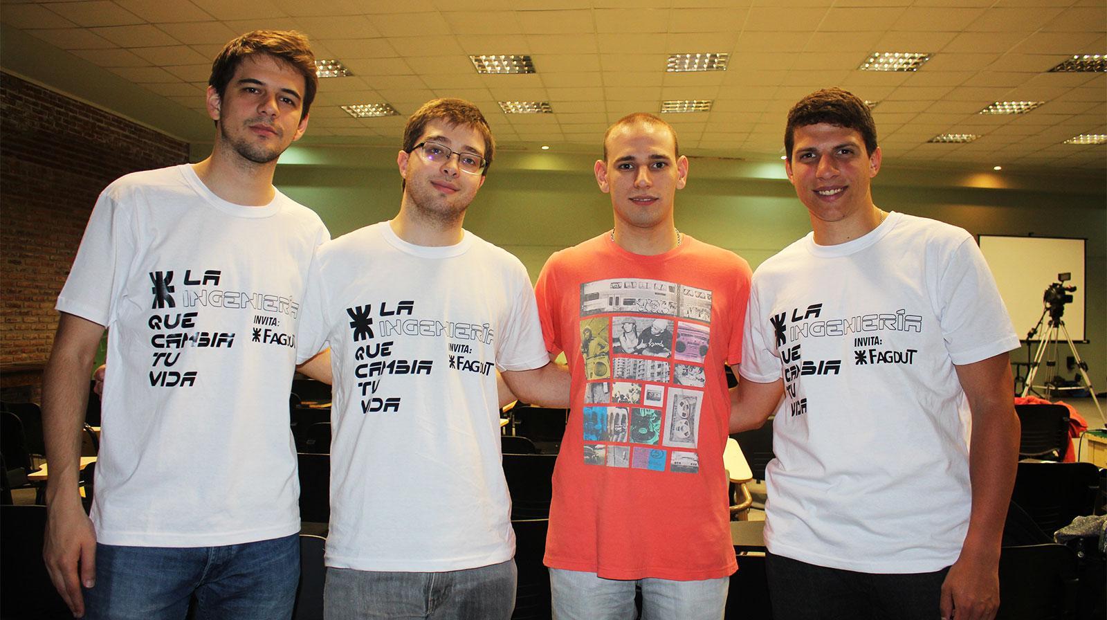 Algunos de los estudiantes que crearon el sistema para drones.