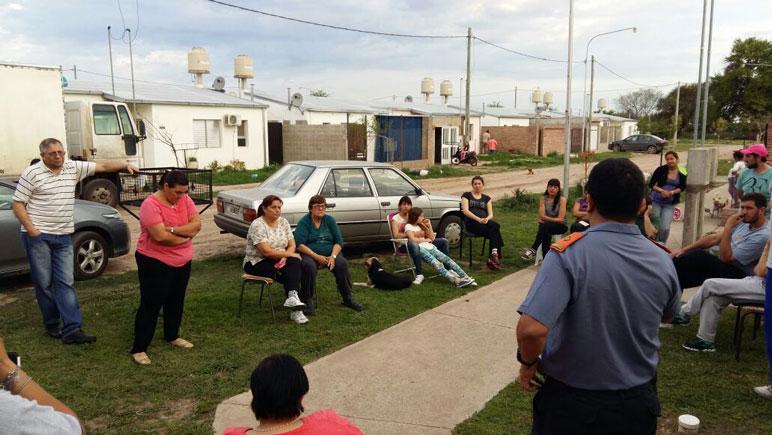Los vecinos de Nueva Roma 'E' se reunieron con la Policía Comunitaria.