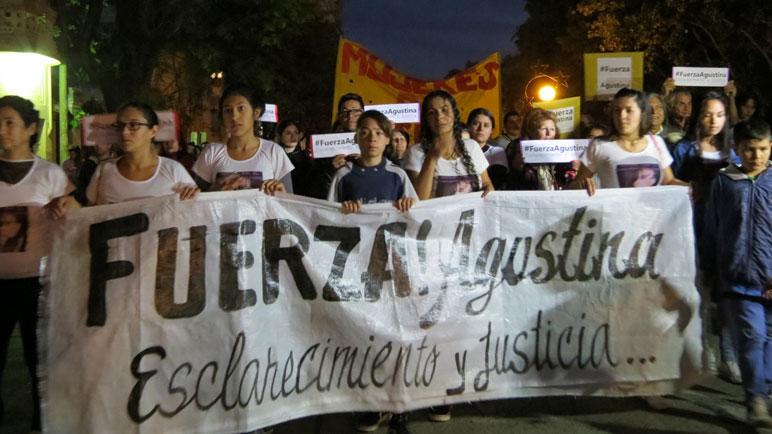 """""""Fuerza Agustina. Esclarecimiento y justicia"""", el lema de la marcha."""