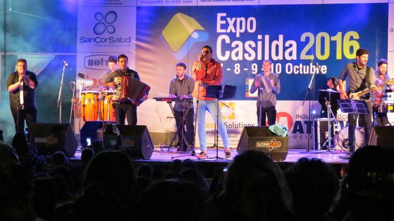 """Marcos y su banda """"Corazón de León""""."""