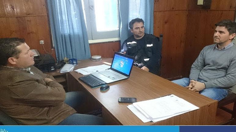 Días atrás el jefe comunal se reunió con el comisario del pueblo.