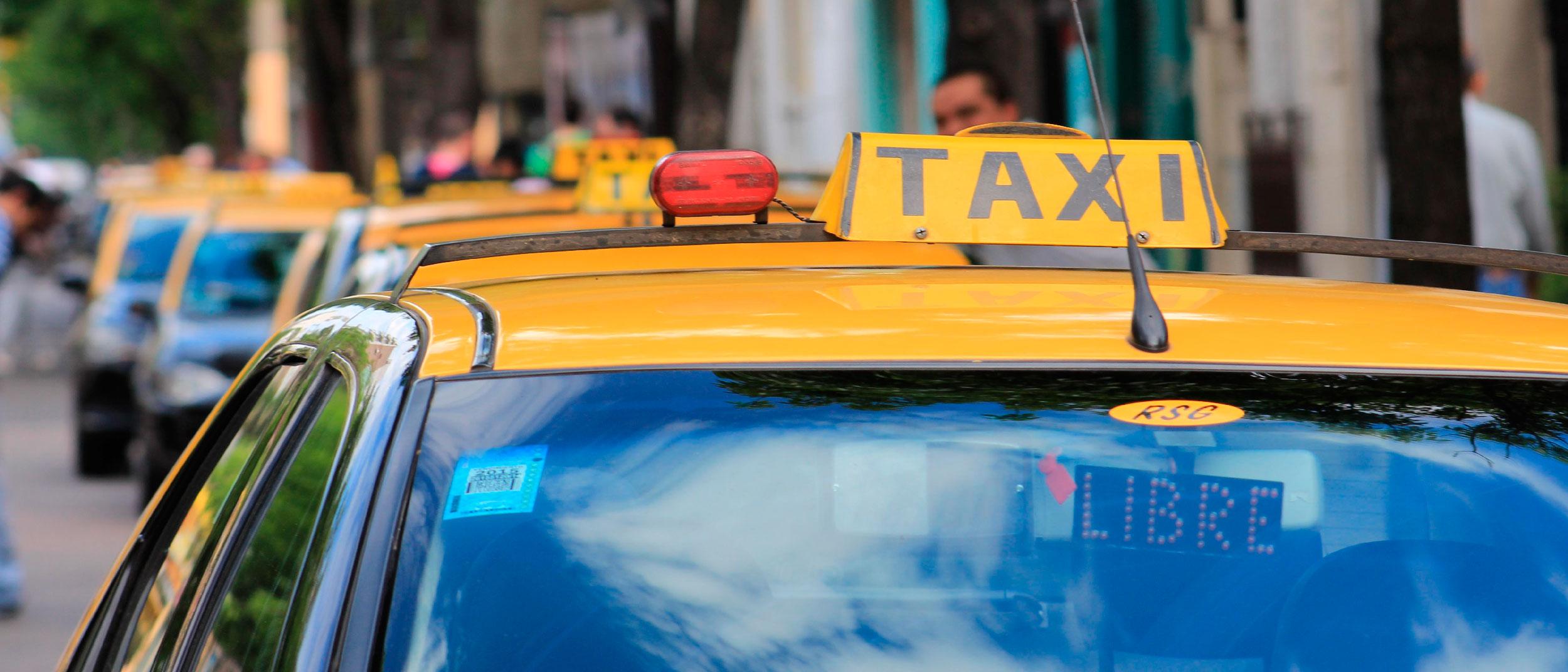 Un taxista falleció luego de chocar contra un patrullero