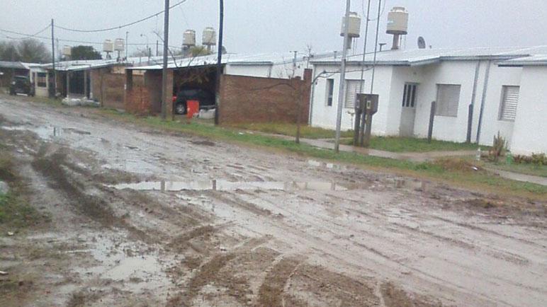 Calle Pública al 2400 tras la lluvia del fin de semana.