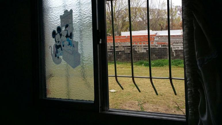 Luego de forzarla, ingresaron por la parte inferior de la ventana.