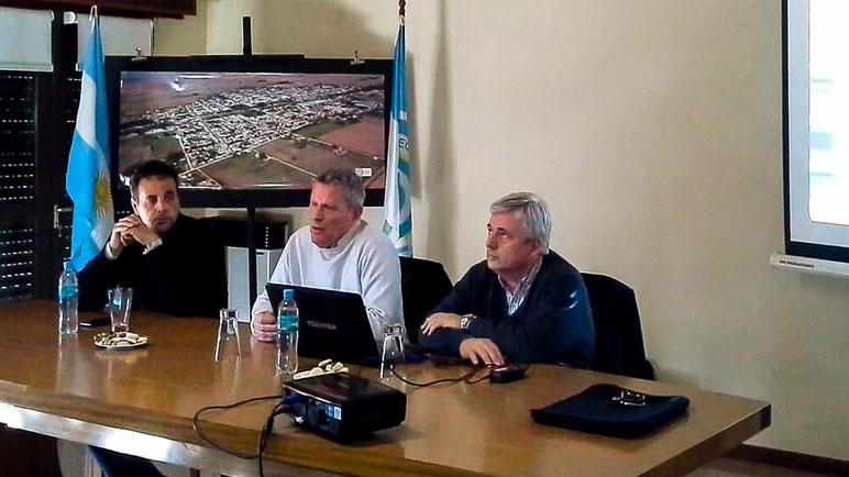 Las autoridades que participaron del encuentro.