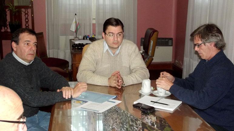 La reunión de autoridades en el municipio local.