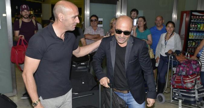 Sampaoli en Sevilla. Lo recibió Monchi, director deportivo del club.