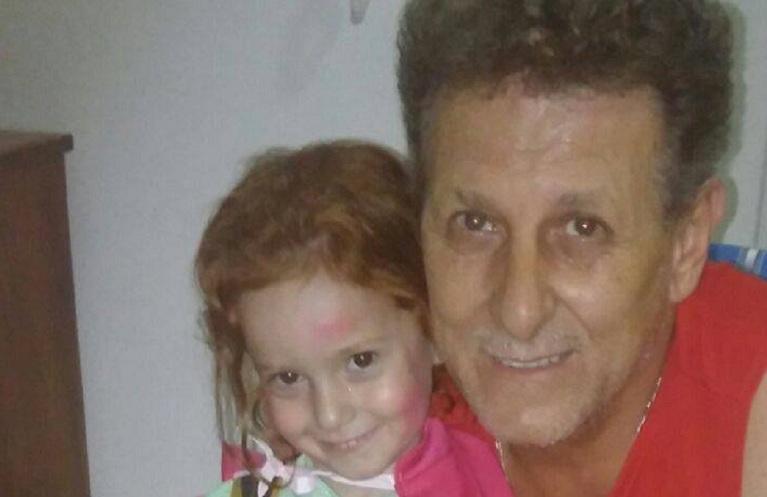 Jorge Precerutti y su nieta Luana. La Ley de Fibrosis Quística debe tratarse en Diputados.