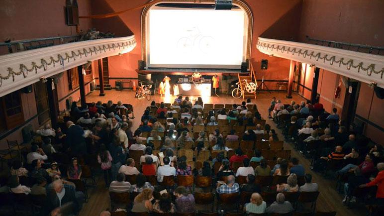 Imágenes del estreno de la película en Bigand.