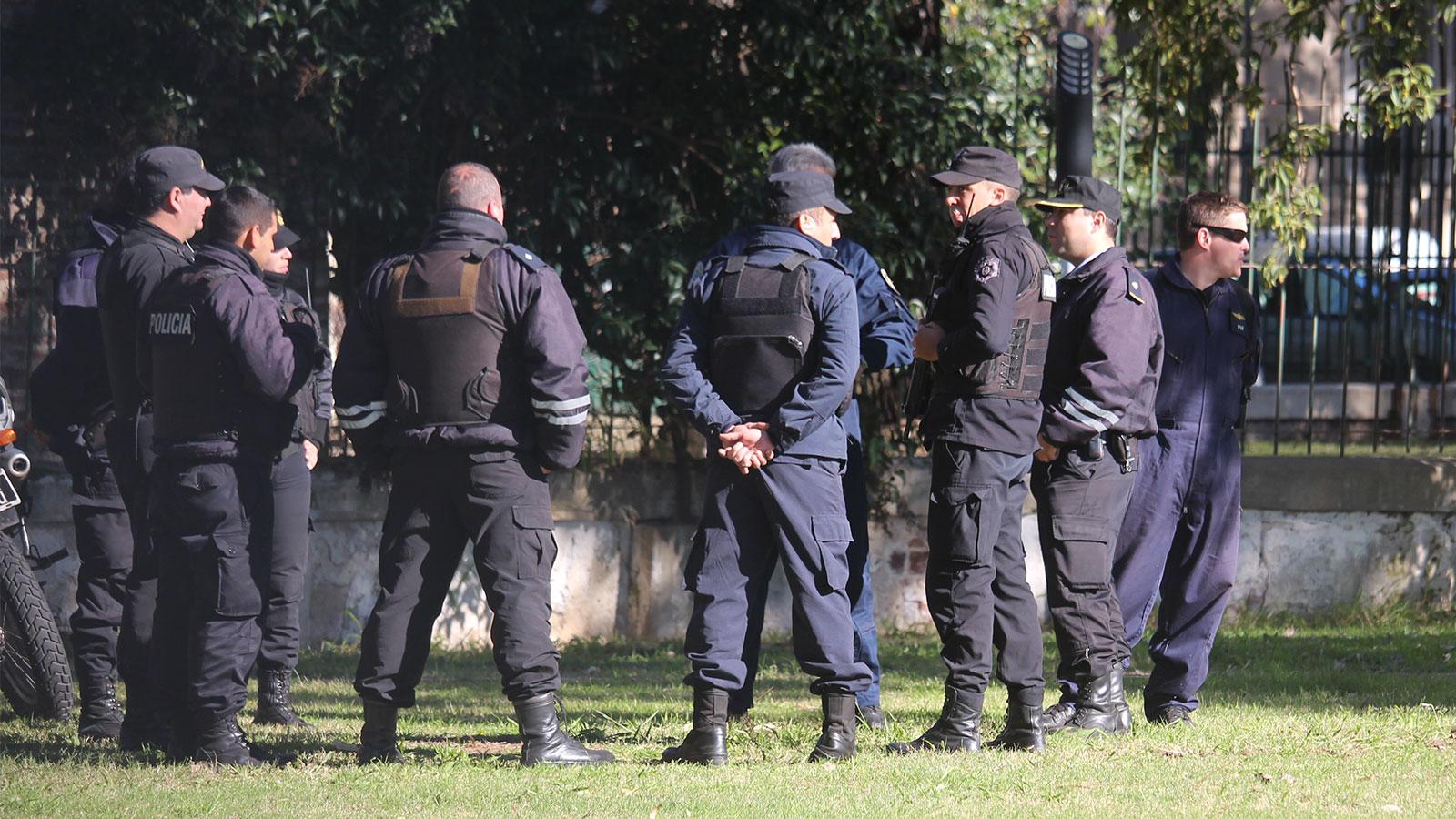Los policías son investigados por un cuerpo de fiscales especializados en sus causas.