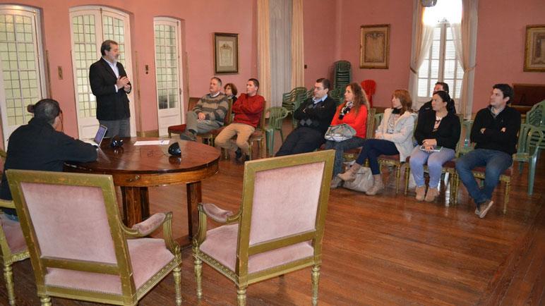 La reunión se realizó en el palacio municipal.