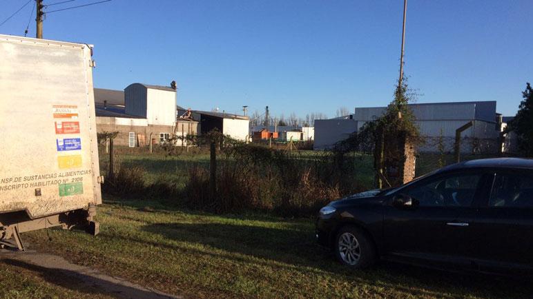 Un camión en la parte posterior del Área Industrial para el traspaso de mercadería.