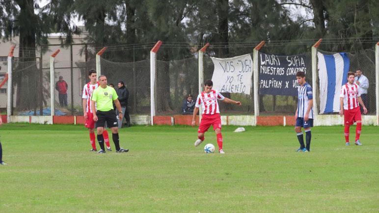 Alumni y Aprendices no pasaron del 0-0 en el Polideportivo.