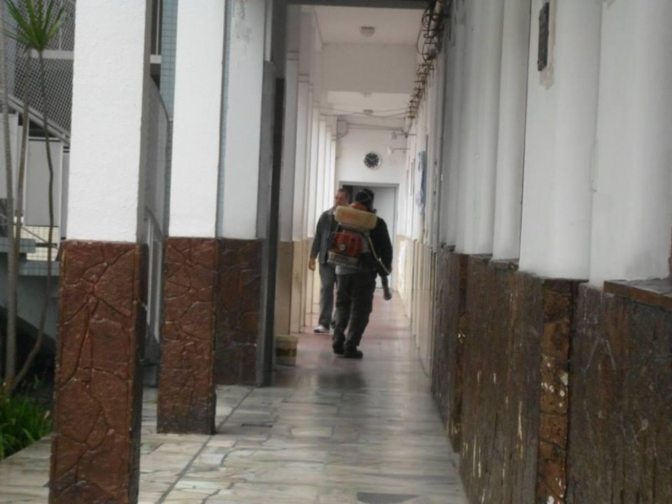 La desinfección se realizó en todo el colegio primario, luego de saberse que son dos los alumnos contagiados.