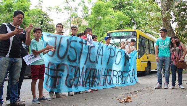 Familiares y amigos de Jonatan Herrera y su reclamo de justicia.