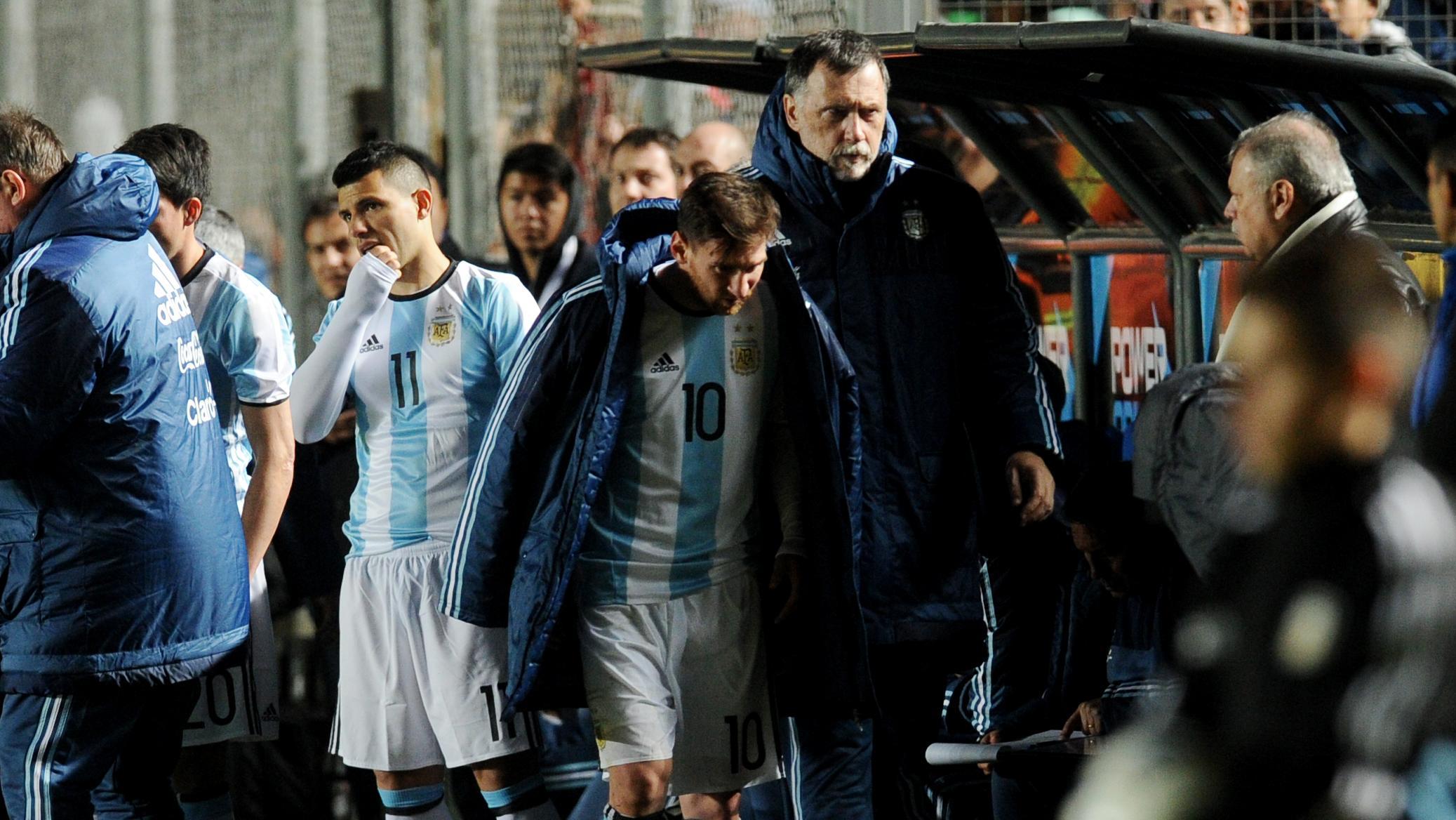 Messi salió muy dolorido de la cancha en San Juan