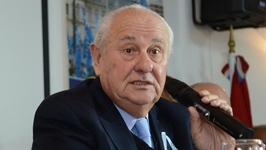 Héctor Cavallero reveló el currículum de algunos abogados contratados por la Provincia.