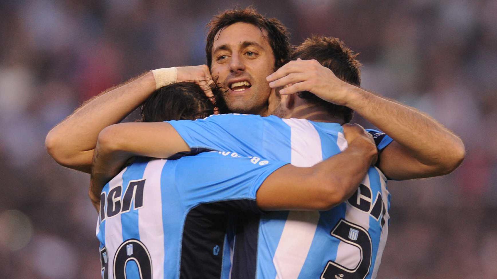 El 22 de Racing festejando el segundo gol de su equipo. (Foto: Télam)
