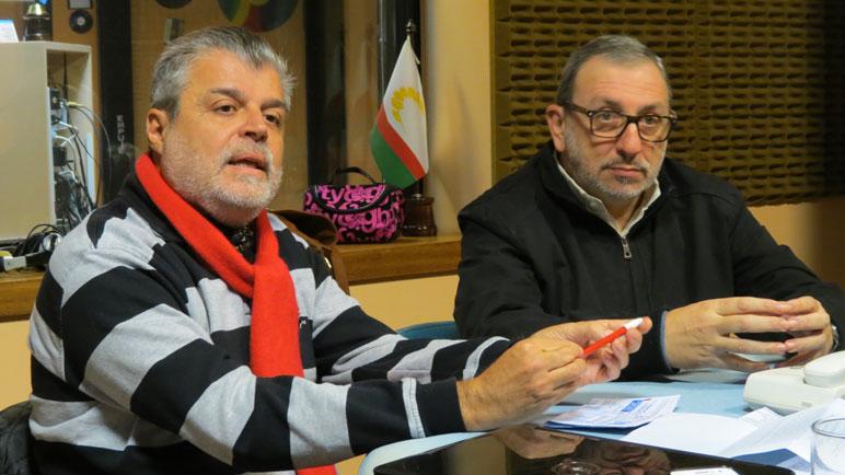 Julio García y Adolfo Segovia en los estudios de Radio Casilda.