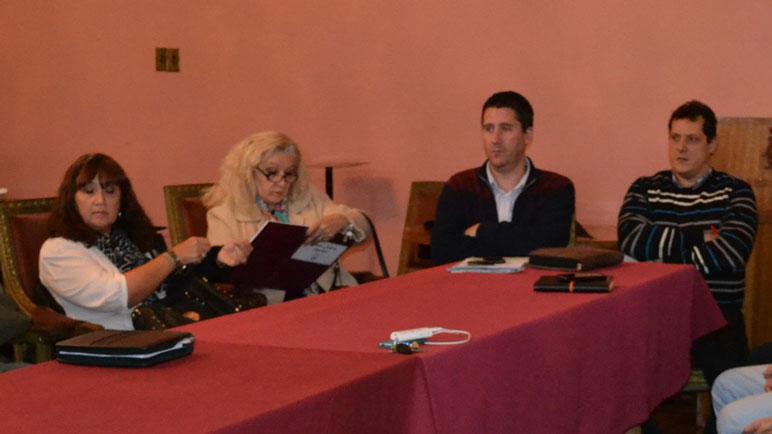 La primera reunión se realizó el miércoles en el Salón Dorado.