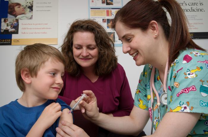 Las autoridades sanitarias recomiendan completar el calendario de vacunación.