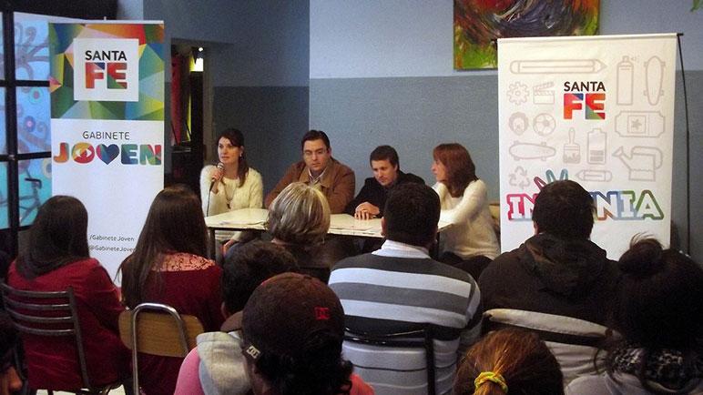 """El programa fue presentado en el Centro de Día """"Horizontes""""."""