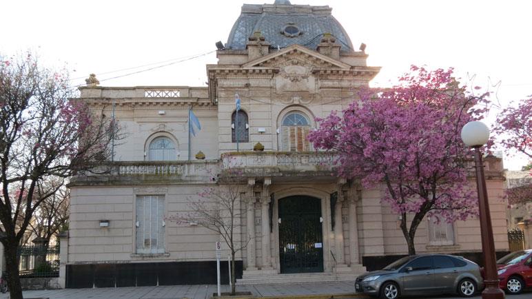 Entregan el petitorio en el municipio, previo a la sesión de los concejales.