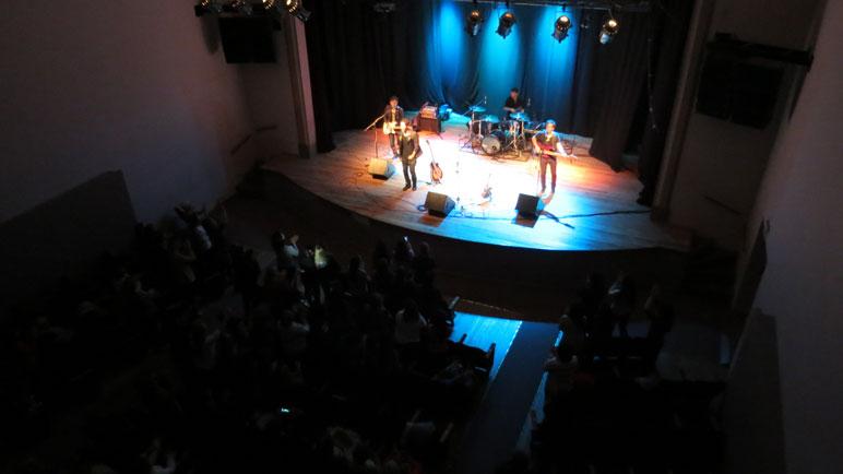 El cantante rosarino hizo bailar al público casildense.