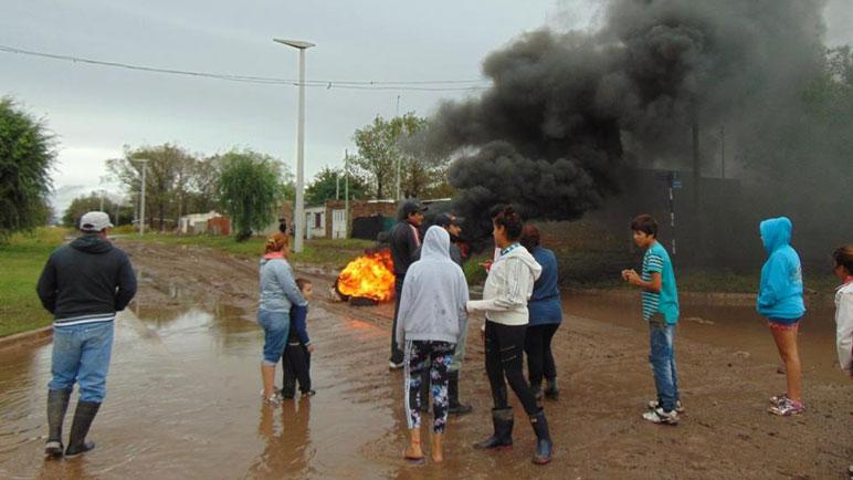 El sábado por la tarde un grupo de vecinos se manifestó en Villada y Arenales.