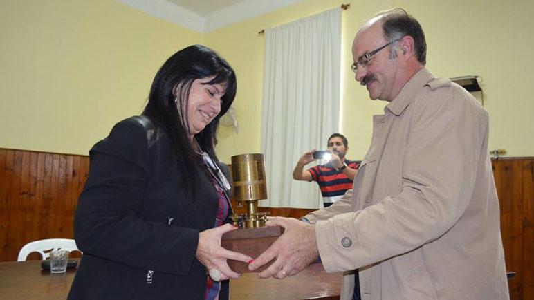 Graciela se mostró feliz en la asunción celebrada en la institución educativa.
