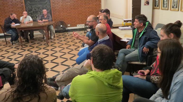 La reunión se desarrolló en la Sala de Intendentes del municipio.