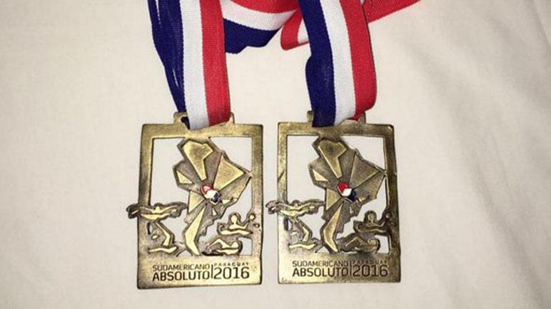 El campeón sigue sumando medallas.