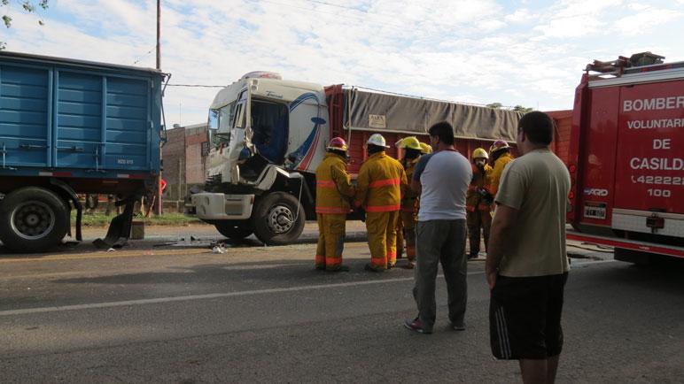 Los camiones no alcanzaron a frenar.