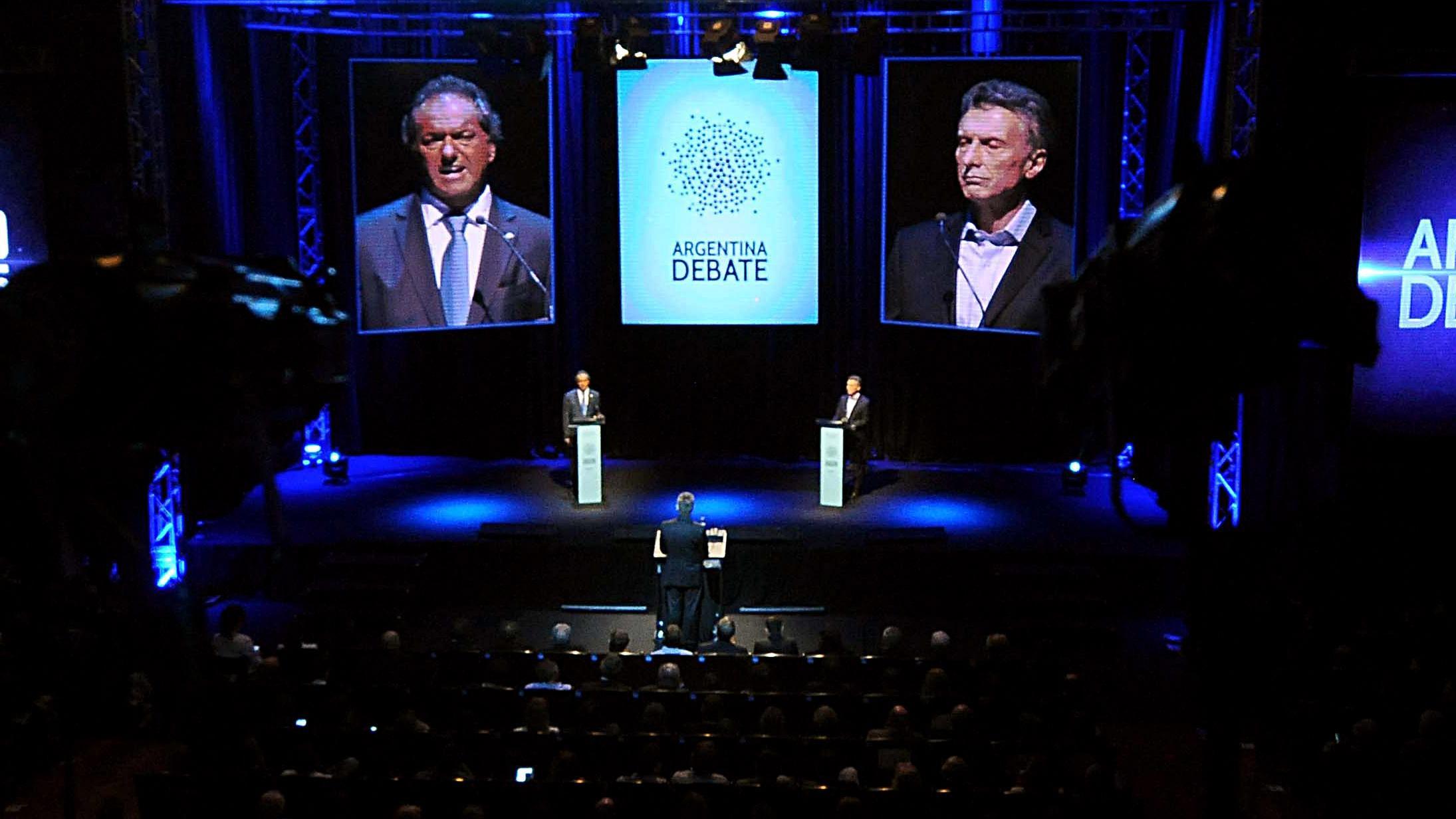 Los candidatos no respondieron las preguntas de sus contrincantes pero lanzaron datos certeros.