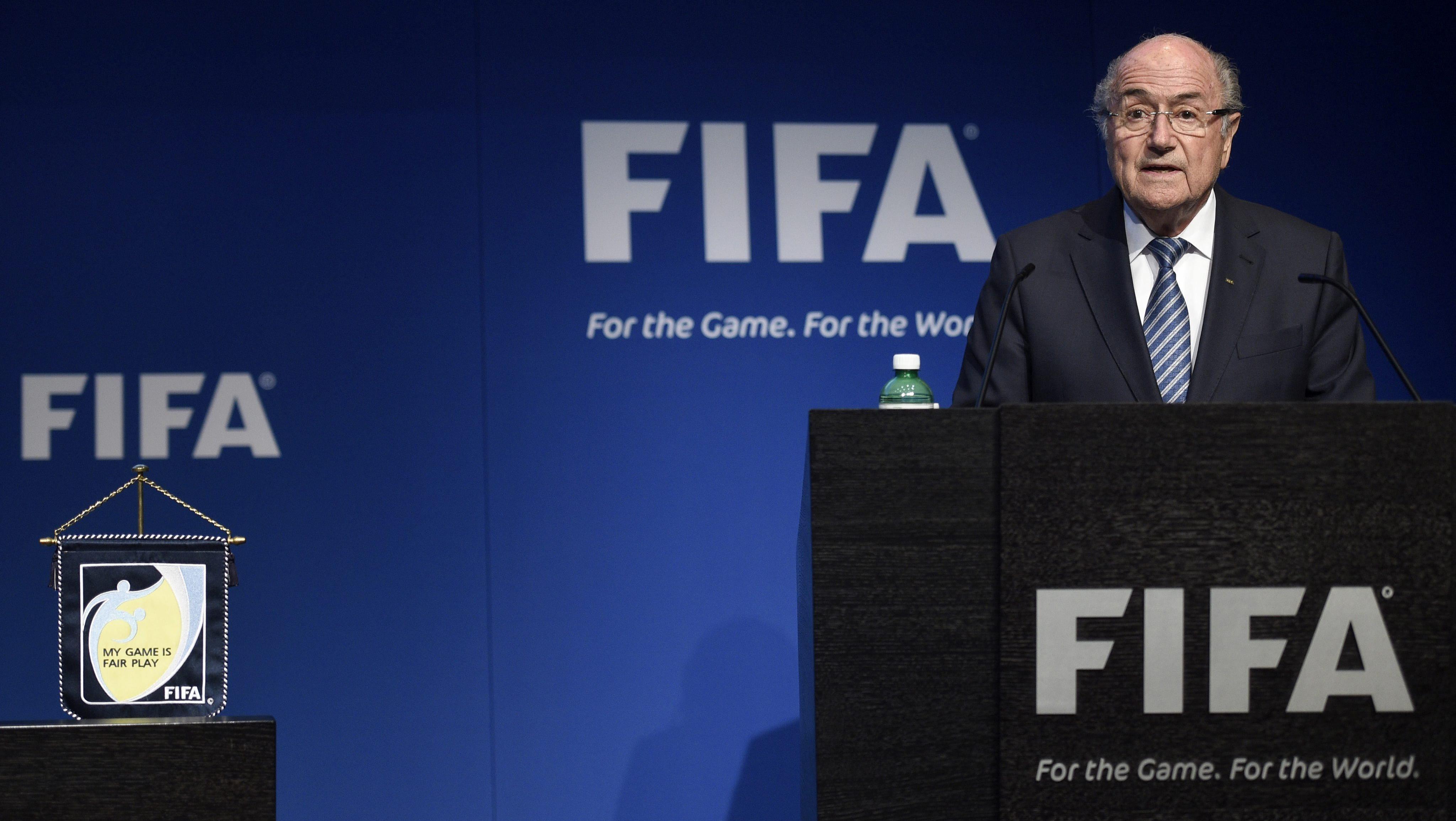 Blatter, suspendido en la Fifa.