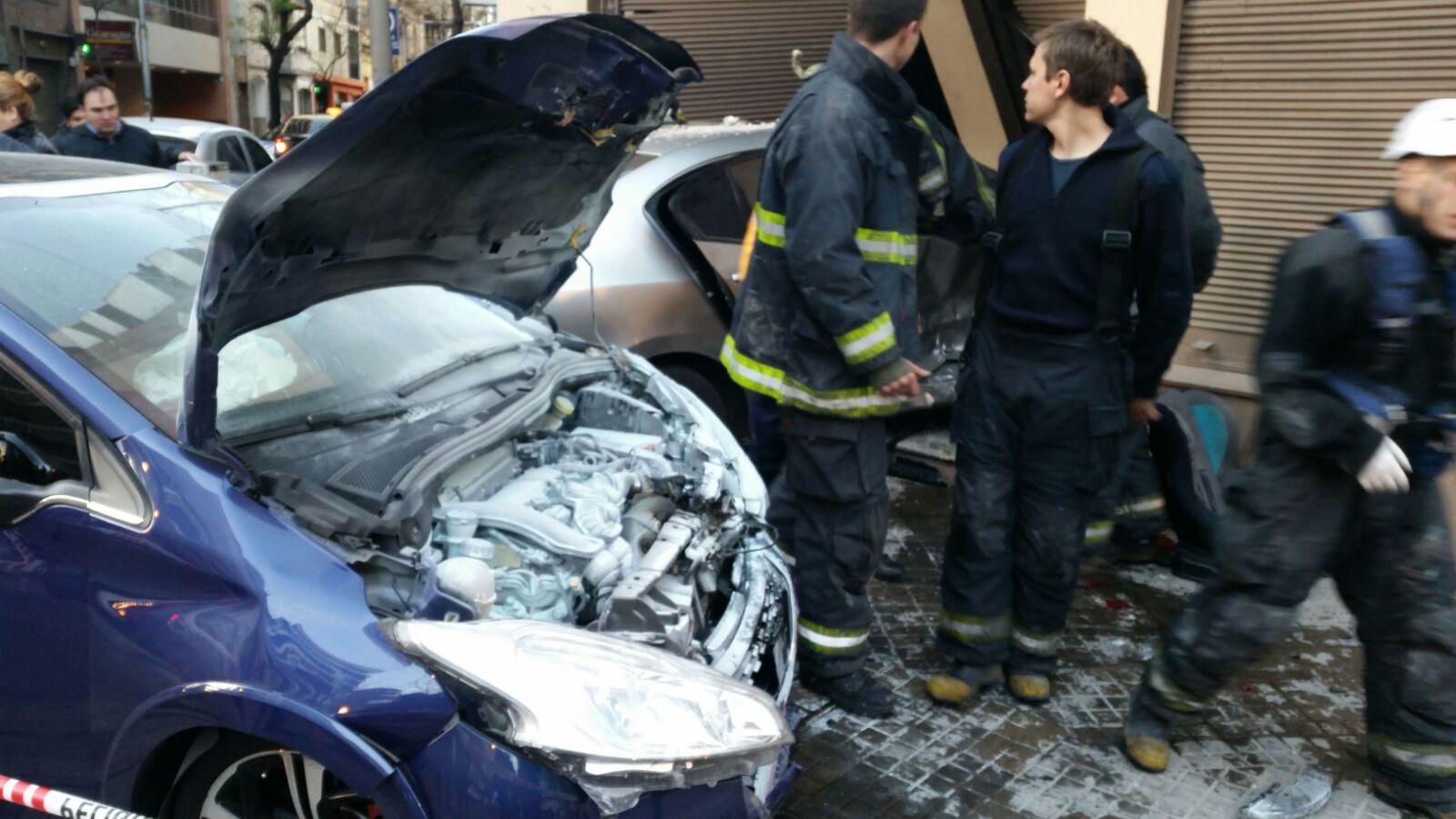 Los autos colisionaron en Alem y 3 de Febrero (gentileza @ArachEvelyn)
