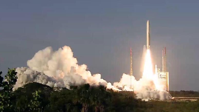 El satélite argentino, en posición de lanzamiento.