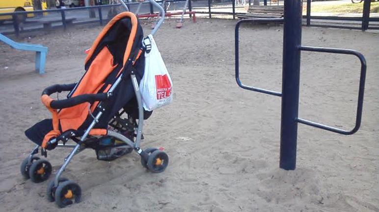 El arenero es el lugar elegido por los niños, pero también un gran acumulador de basura.