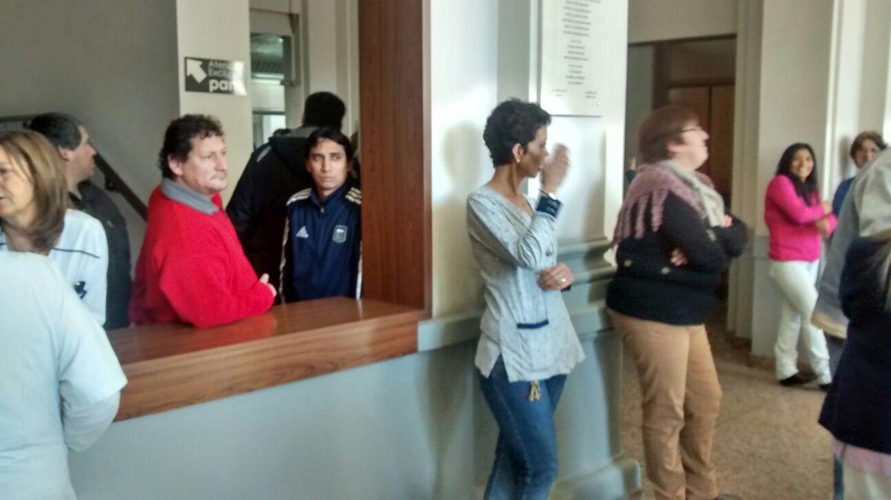 Los empleados de salud del Hospital Italiano en asamblea permanente