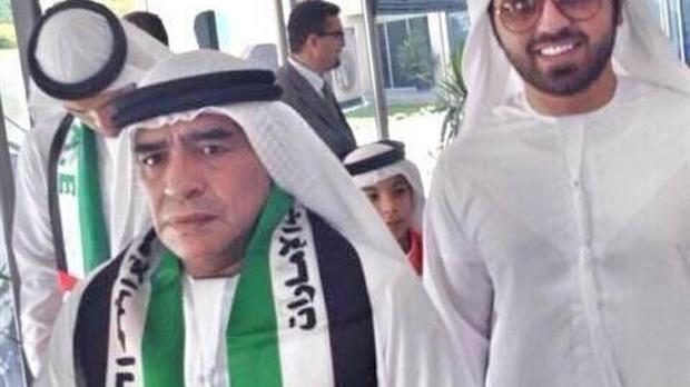 Maradona volvió solo a Dubai y habló de la actual pareja de su ex mujer.