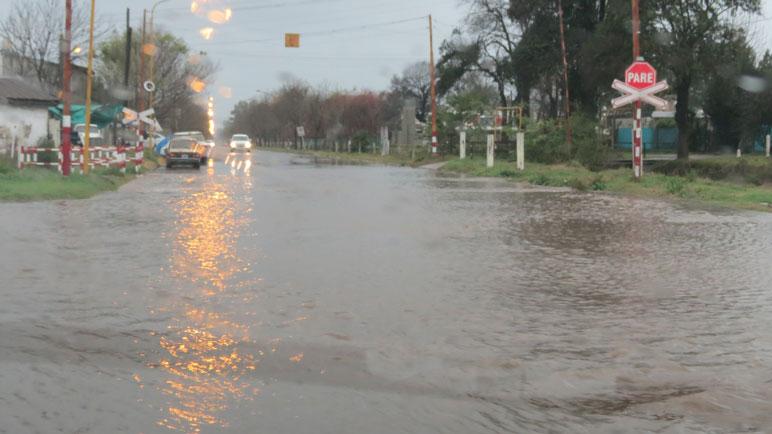 Una calle de Casilda, transformada en un río. (Rosarioplus.com)