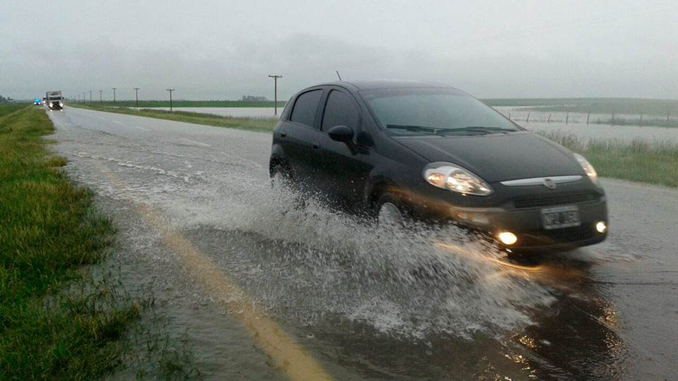 Calzadas con acumulación de agua, imagen repetida en toda la provincia.