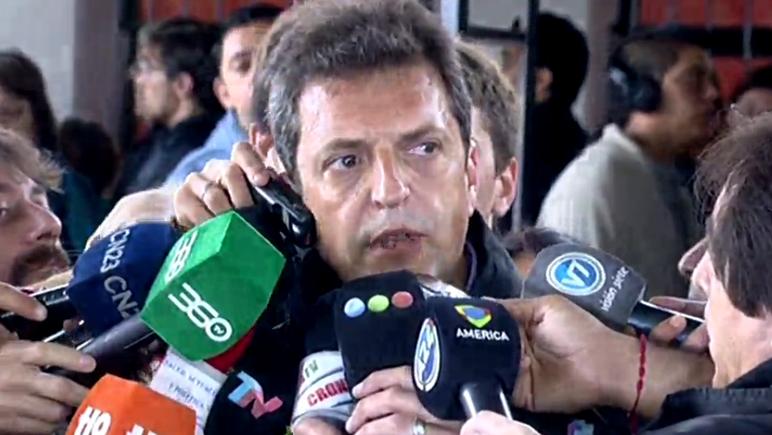 El intendente de Tigre votó en la escuela Número 19 Martín Fierro.