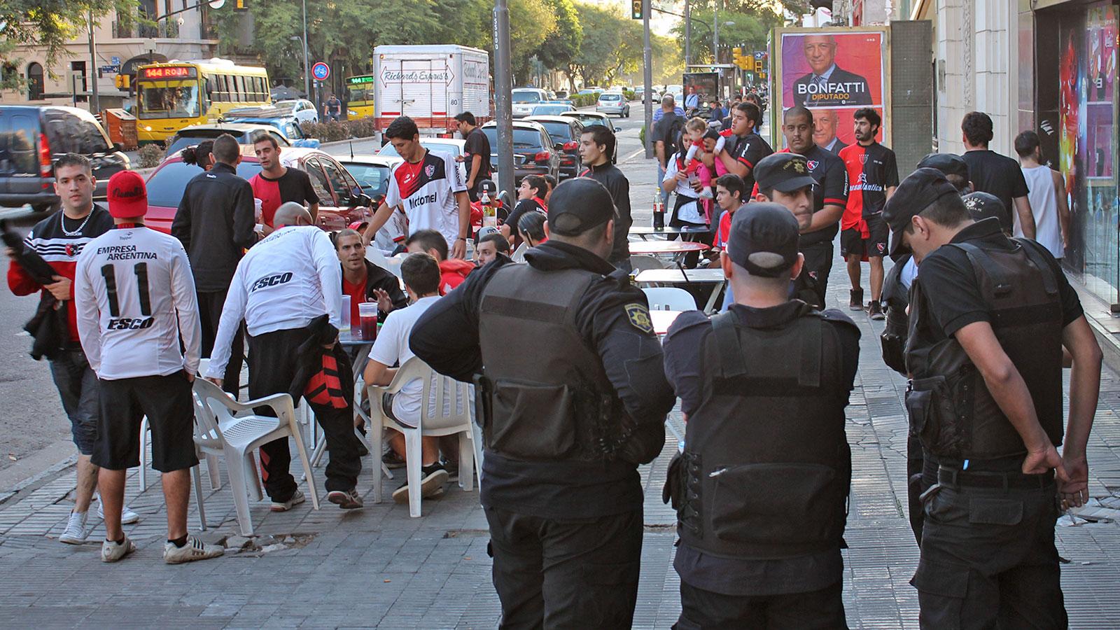 Los hinchas se fueron pacificamente ante la extraña orden policial