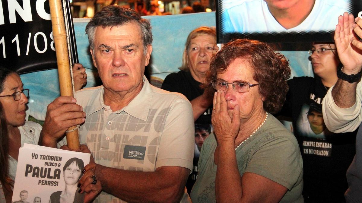 Perassi y su esposa, en una de las primeras marchas por Paula.