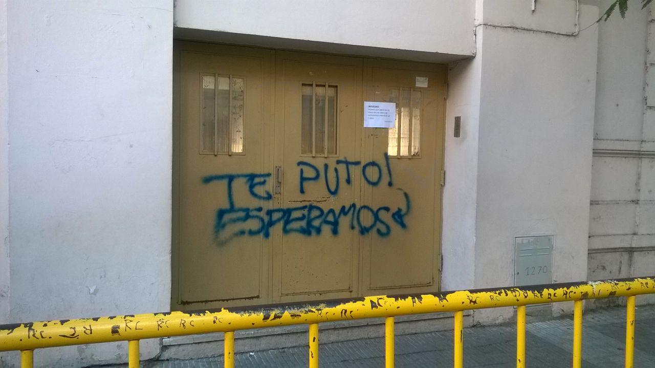 Tremenda bievenida a quienes hoy fueron a clases. Foto: Rosario Plus