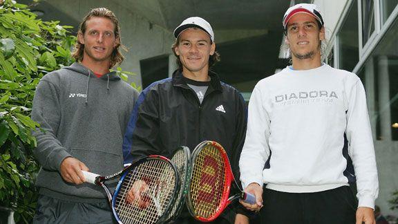 Tres referentes internacionales del tenis rosarino plantearon al gobierno sus razones para rehabilitar el deporte..