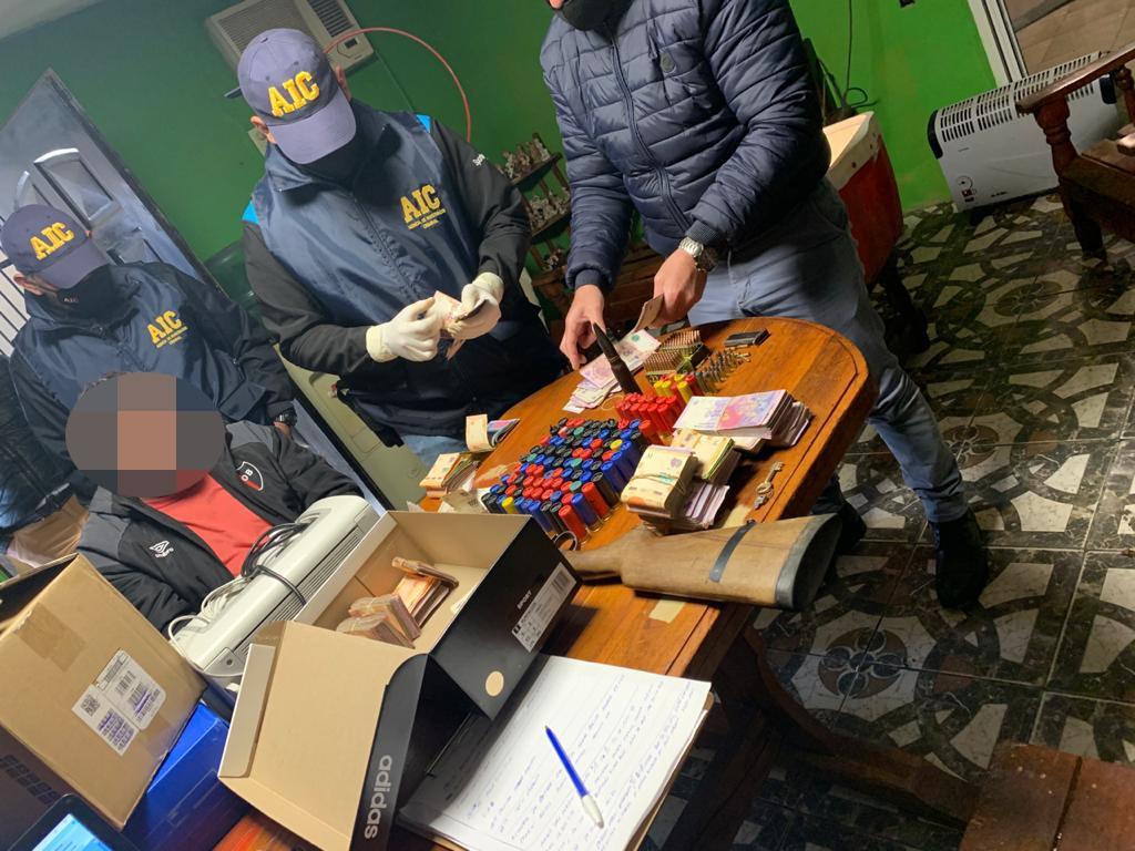 Parte del arsenal encontrado en los 27 allanamientos este miércoles en VGG.