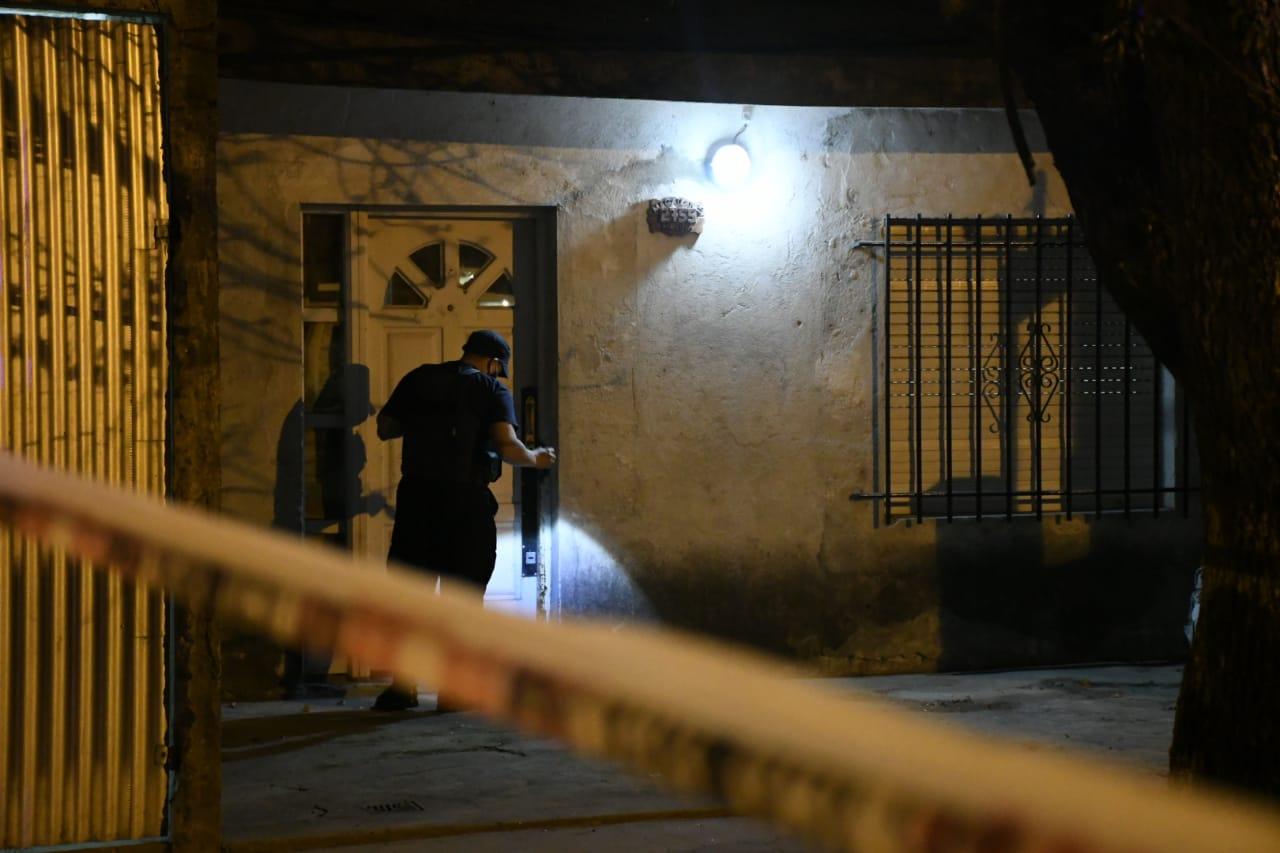 Balacera contra una vivienda en zona oeste. Murió una chica de 14 años(Rplus)